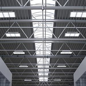 Primer osvetlitve hale s stropnimi svetili